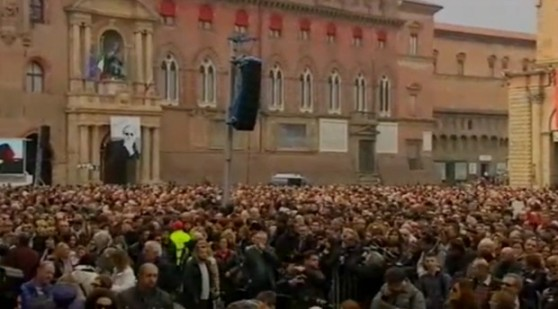 Bologna_tutti in piazza per Lucio