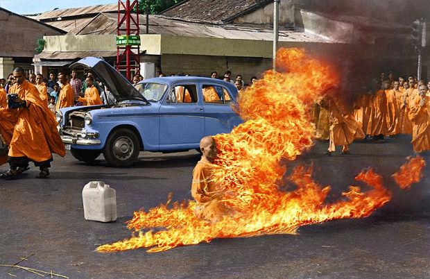 bonzo Thich Quang Duc si dà fuoco a Saigon