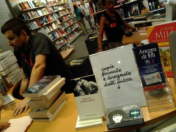 Angeli caduti - Beppe Iannozzi - La Feltrinelli Express Stazione Porta Nuova - 10123 Torino TO
