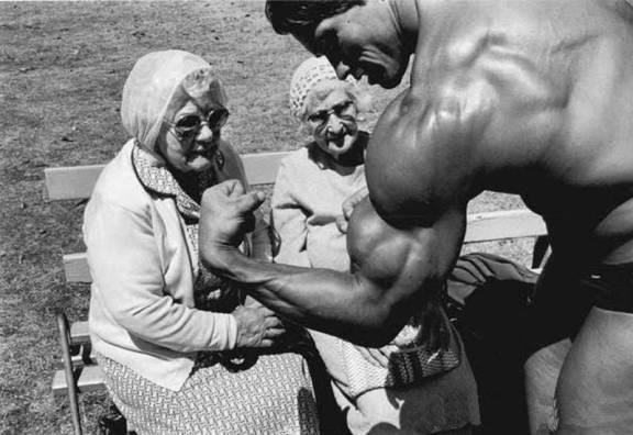 Schwarzenegger e vecchiette