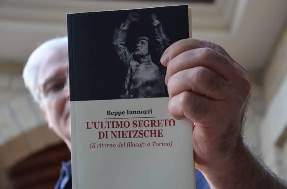 Walter Togni presenta L'ultimo segreto di Nietzsche di Beppe Iannozzi