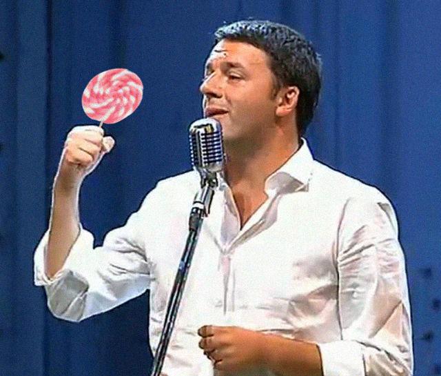 Matteo Renzi con lecca lecca
