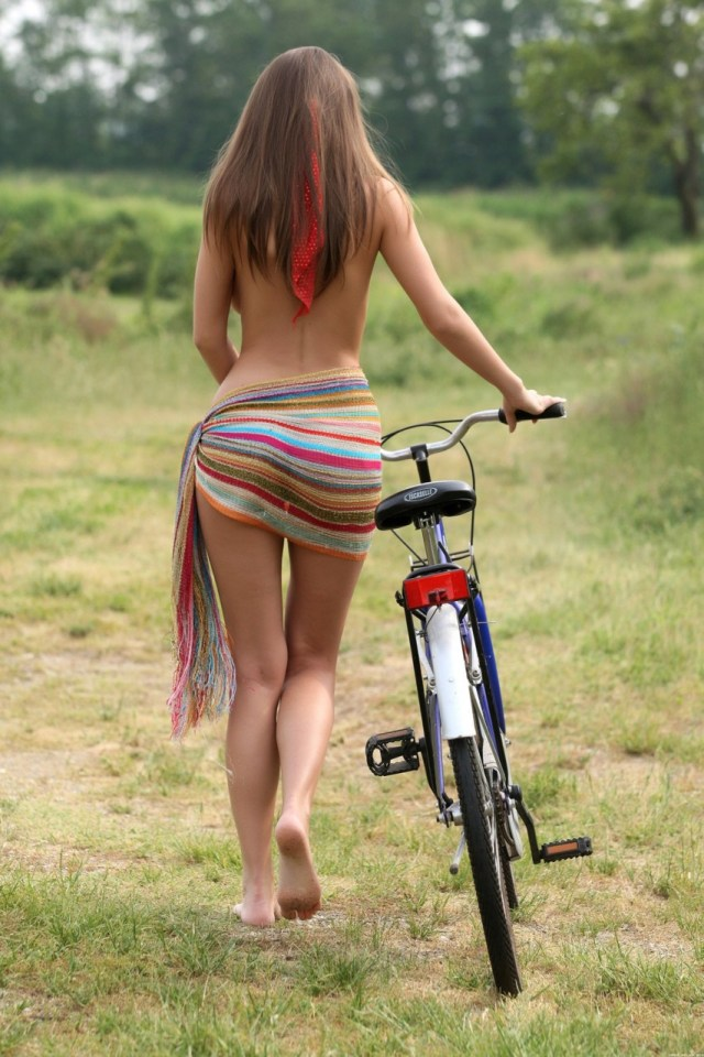 ragazza-in-bicicletta
